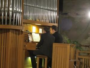 Fran,çois Clément et Jean-Baptiste Létang jouent une pièce à  quatre mains de Wesley